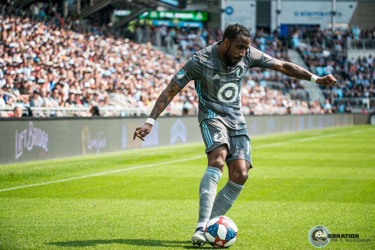 Romain Metanire plays a ball in during Minnesota United's 2-3 loss to the Philadelphia Union