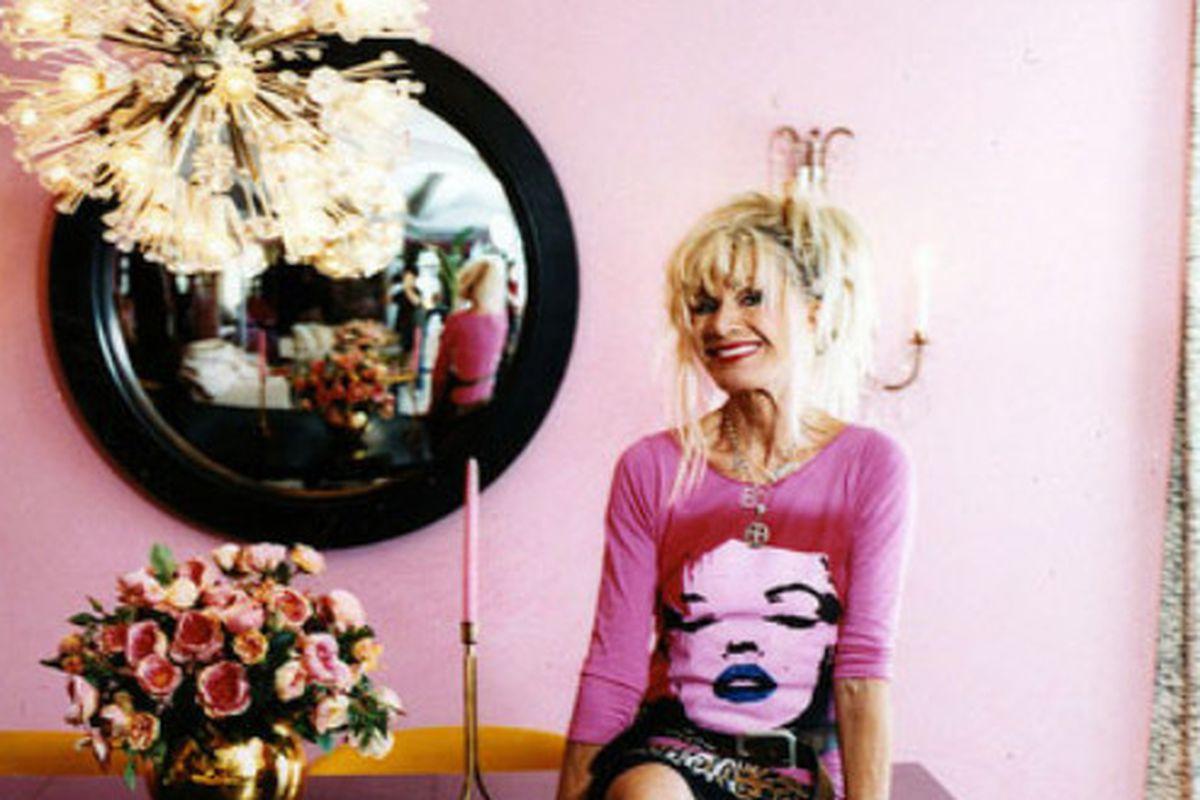 "Image via <a href=""http://hookedonhouses.net/2008/06/19/designer-betsey-johnsons-pink-penthouse/"">Hooked on Houses</a>"