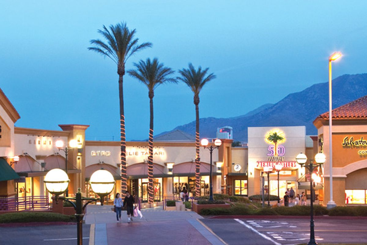 """Desert Hills. Image via <a href=""""http://www.sheknows.com/living/articles/837081/top-outlet-malls"""">SheKnows</a>."""