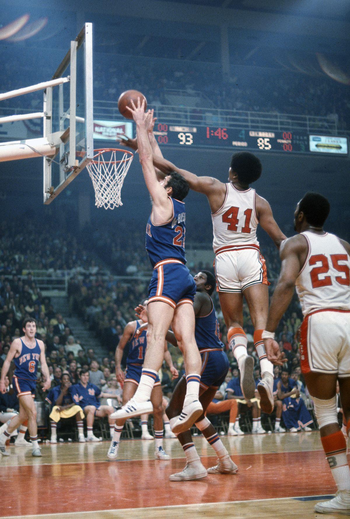 New York Knicks v Baltimore Bullets