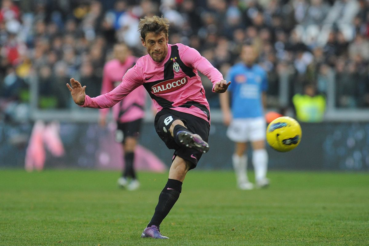 TURIN, ITALY - DECEMBER 18:  Claudio Marchisio of Juventus FC passes the ball during the Serie A match between Juventus FC and Novara Calcio at Juventus Arena on December 18, 2011 in Turin, Italy.  (Photo by Valerio Pennicino/Getty Images)