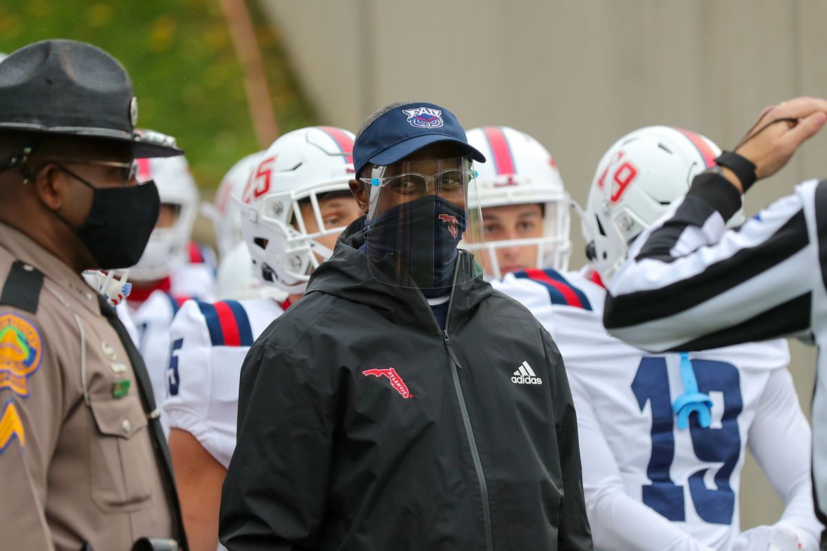 Florida Atlantic Owls head coach Willie Taggart prepares to lead his team on to the field prior to the college football game between the Florida Atlantic Owls and the Marshall Thundering Herd on October 24, 2020, at Joan C. Edwards Stadium in Huntington, WV.