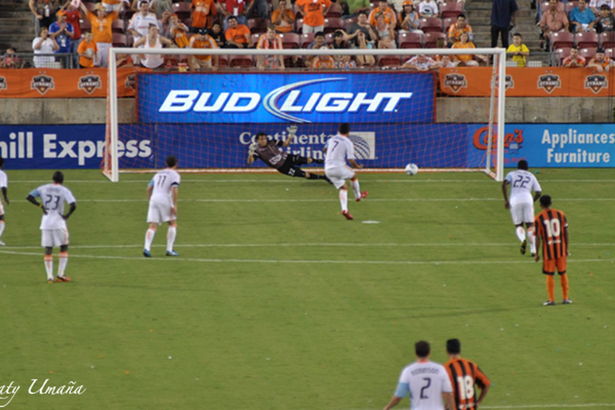 Luis Angel Landin scores from the spot to make it 4-0. Image courtesy of Katy Umana Photography - http://bit.ly/k_umana
