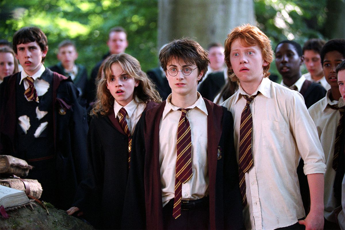"""(L-r) EMMA WATSON as Hermione Granger, DANIEL RADCLIFFE as Harry Potter and RUPERT GRINT as Ron Weasley in Warner Bros. Pictures' fantasy """"Harry Potter and the Prisoner of Azkaban."""" Murray Close, WARNER BROS. (Submission date: 05/29/2004)"""