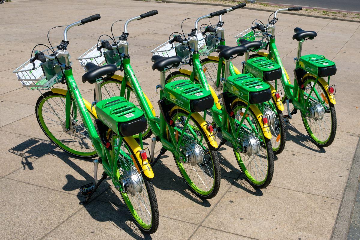 Several rider-less e-bikes in a row.