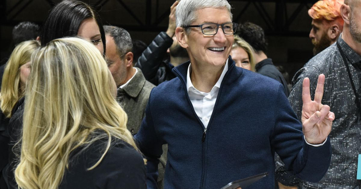 Tim Cook calls on FTC to let consumers track and delete their personal data