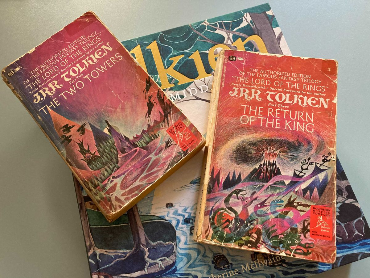 Multiple paperback copies of The Two Towers and Return of the King