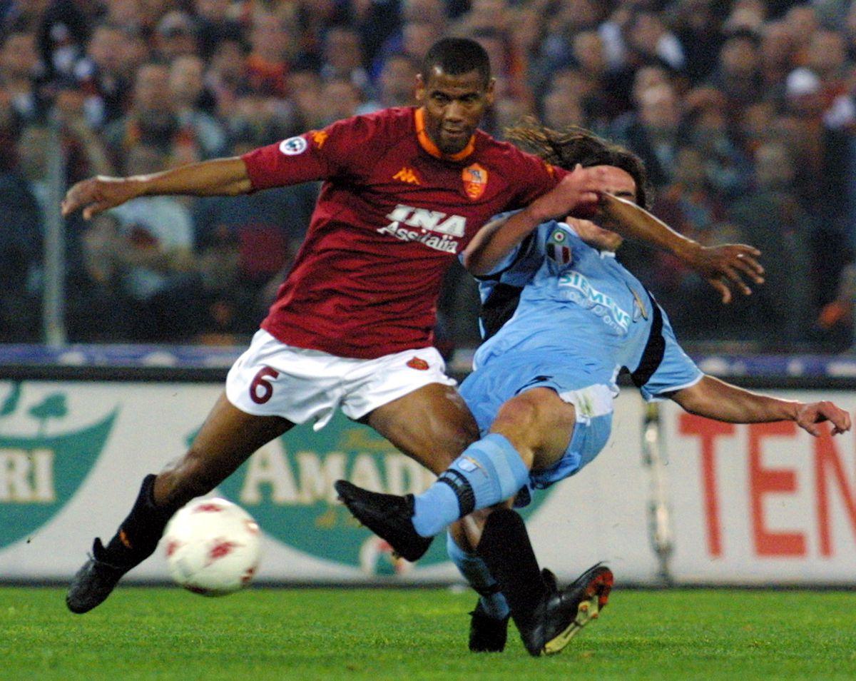 AS Roma defender Brazilian Aldair Nascimento (L) f