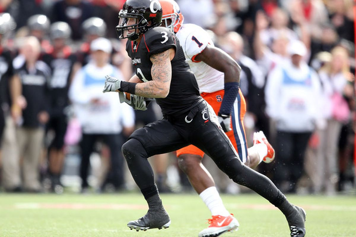 CINCINNATI - OCTOBER 30:  D J Woods #3 of the Cincinnati Bearcats runs for a touchdown during the Big East Conference game agains the Syracuse Orange at Nippert Stadium on October 30 2010 in Cincinnati Ohio.  (Photo by Andy Lyons/Getty Images)
