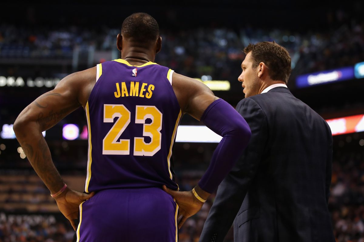 16ee013c83d Luke Walton calls LeBron James  one of the best closers our game has ever  seen