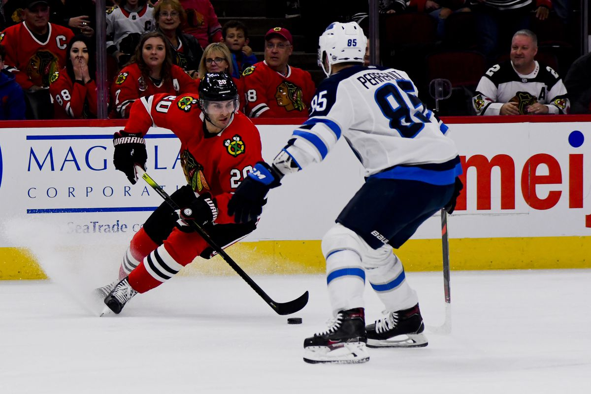 Blackhawks' Brandon Saad enjoying stellar start in unusual role