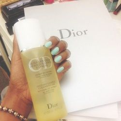 New Beauty Alert: <b>Dior</b> is launching a cleansing oil for fall. This is ABSOLUTELY going in my 'take home' bag for at-home trials. As a daily makeup wearer, I totally believe in the power of cleansing oils.