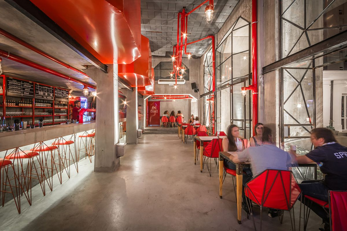 """The Capitán Central Brewery. All images © Gonzalo Viramonte via <a href=""""http://www.archdaily.com/637109/capitan-central-brewery-guillermo-cacciavillani-bar-makers/"""">Archdaily</a>"""
