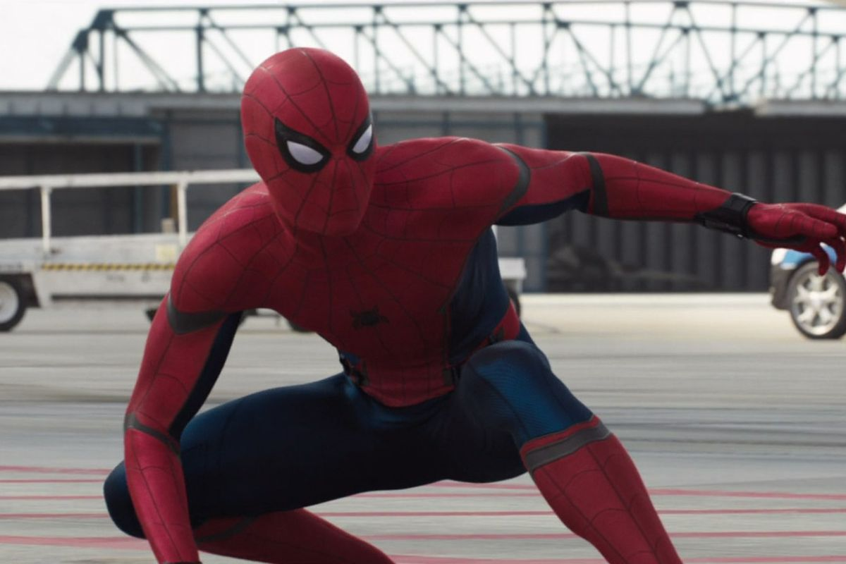 Spider-Man: Homecoming - Spider-Man squatting