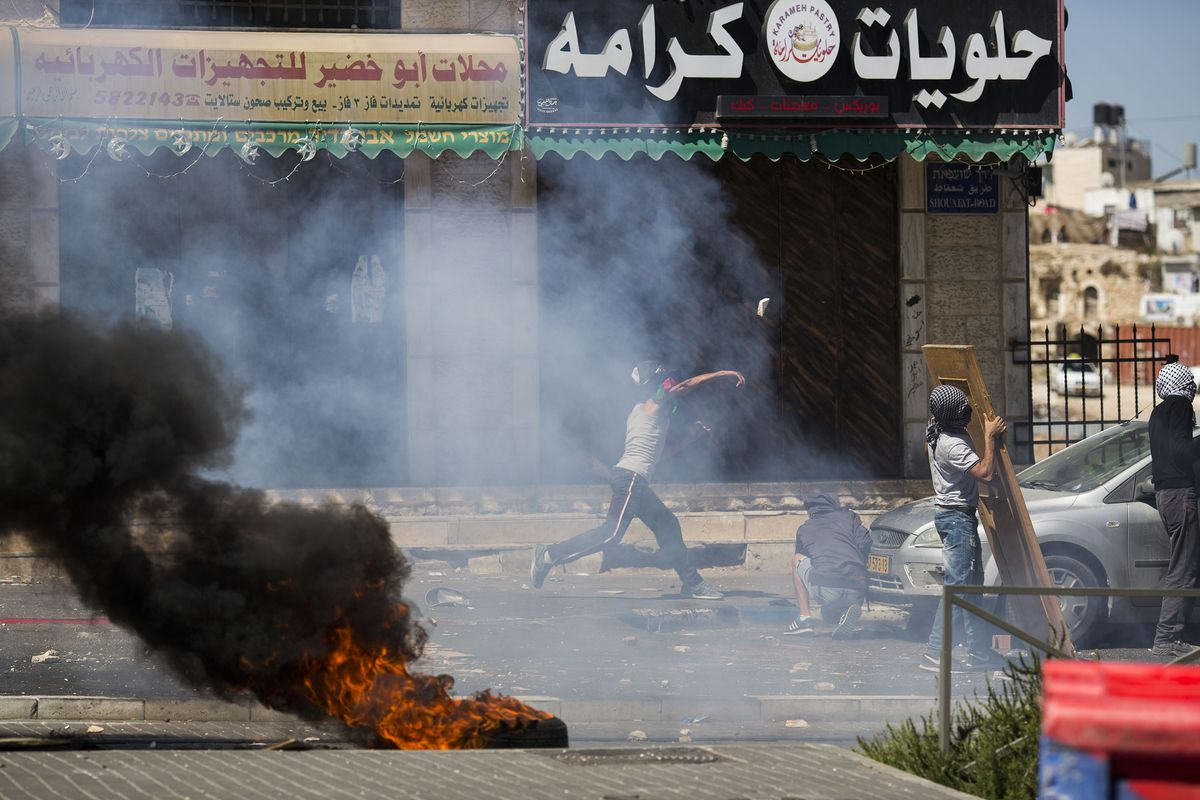 Palestinian youth clash with Israeli security forces in Jerusalem