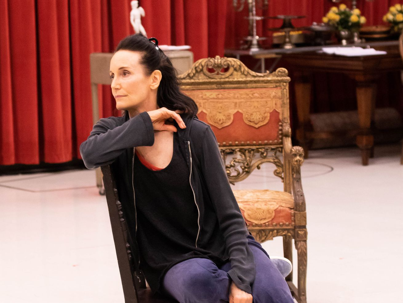 """Terri McMahon rehearses the role of  Sarah Bernhardt for the Chicago premiere of""""Bernhardt/Hamlet""""by Theresa Rebeck, directed by Donna Feore."""