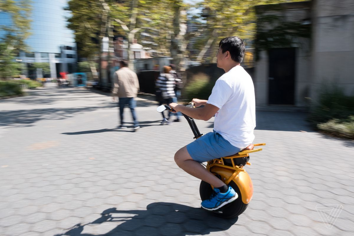 Riding the Uno Bolt, a weird and wonderful self-balancing