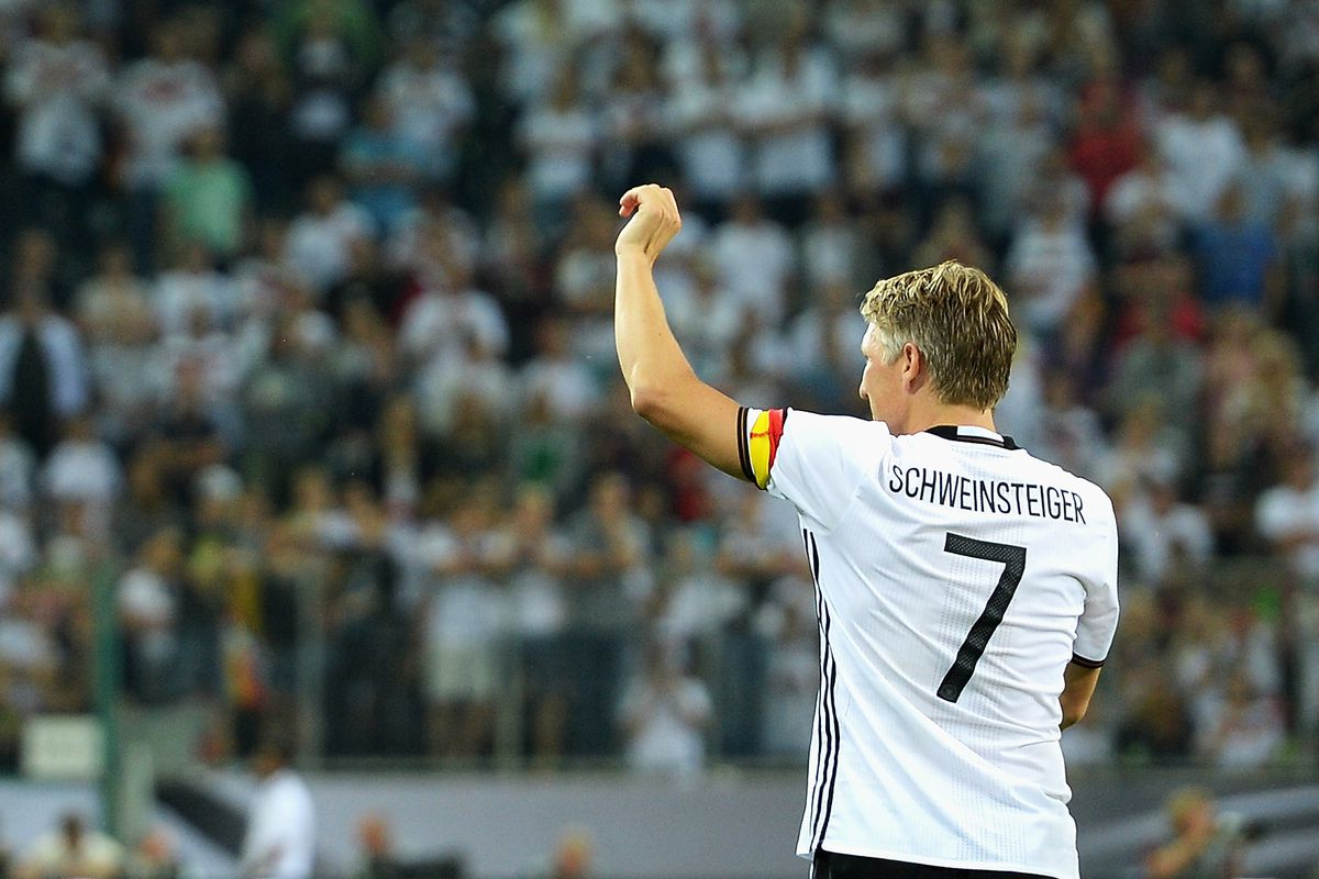 Schweini waves at the pile of money the Fire just offered him (no not really jeez)