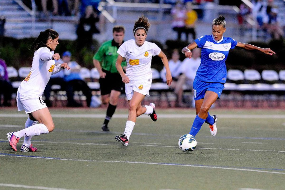 Now in top form, Breakers forward Lianne Sanderson will look to guide the Breakers over host Washington on Saturday