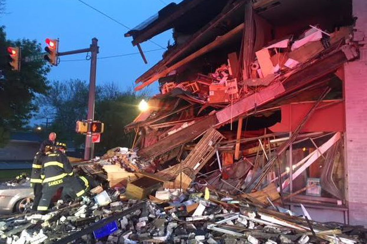Building collapses onto car after crash in Hammond - Chicago