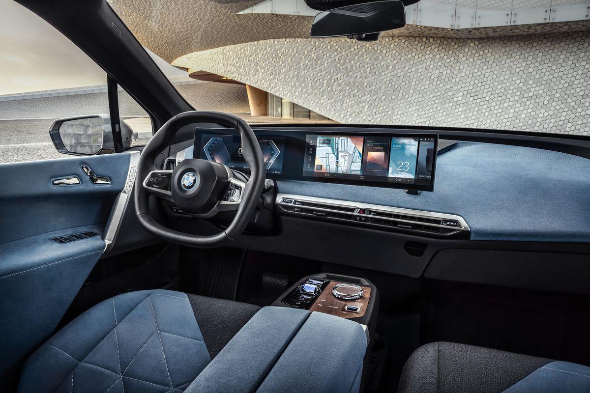 BMW lança seu novo carro-chefe iX SUV elétrico com 300 milhas de alcance 5