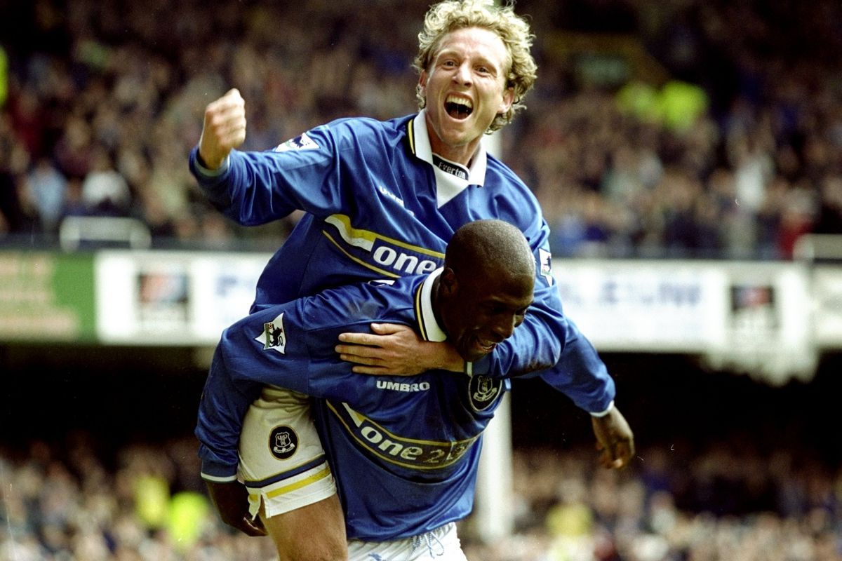 Scott Gemmill and Kevin Campbell of Everton
