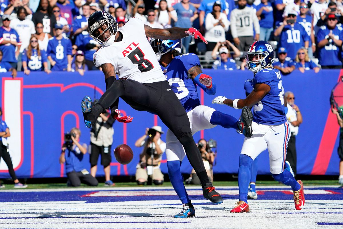 Atlanta Falcons tight end Kyle Pitts (8) cannot complete the touchdown pass with pressure from New York Giants cornerback Logan Ryan (23) in the second half at MetLife Stadium on Sunday, Sept. 26, 2021