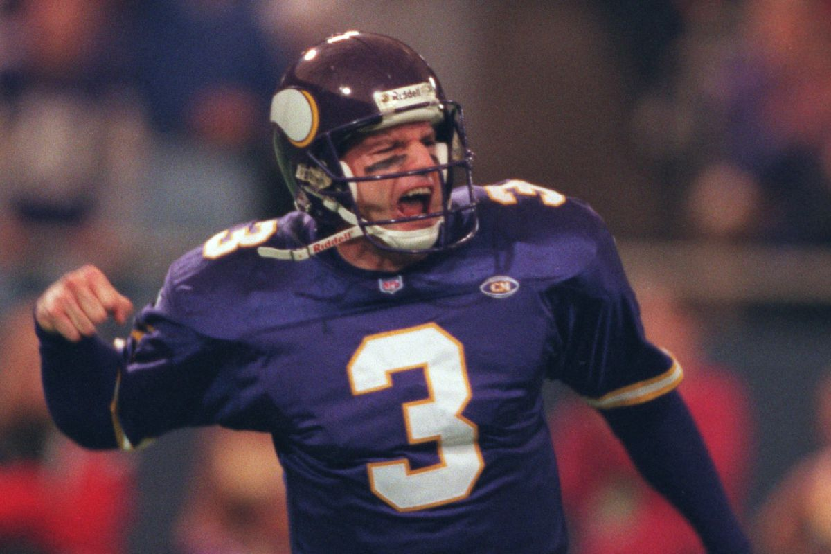 Minneapolis Mn , Vikings vs San Francisco 10/24/99--- Vikings quarterback Jeff George celebrated his touchdown pass to Andrew Jordan during the 2nd quarter against San Francisco.(Photo By JERRY HOLT/Star Tribune via Getty Images)