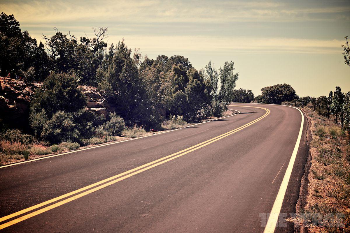 winding road stock 1020