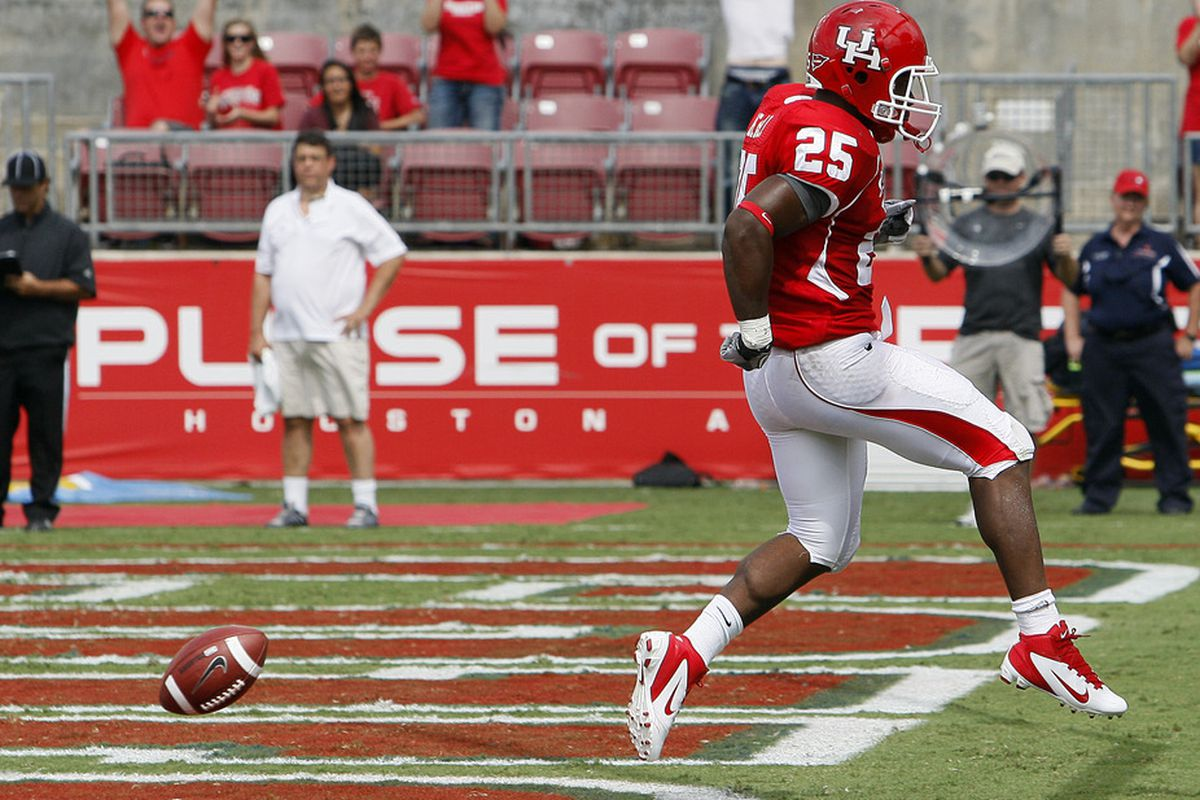 HOUSTON - SEPTEMBER 03:  Running back Bryce Beall #25 of the Houston Cougars scores against UCLA at Robertson Stadium on September 3, 2011 in Houston, Texas.  (Photo by Bob Levey/Getty Images)
