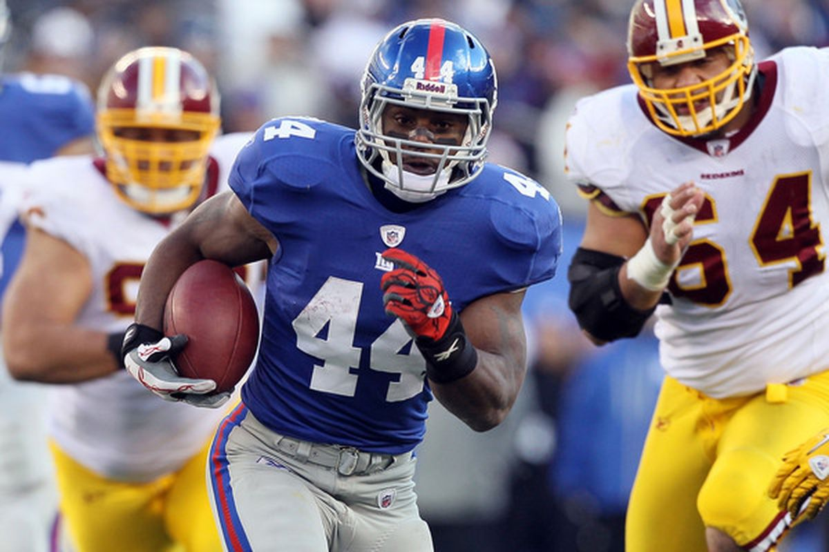 <strong>Ahmad Bradshaw </strong>is one free agent the Giants need to make every effort to keep for the 2011 season.  (Photo by Jim McIsaac/Getty Images)