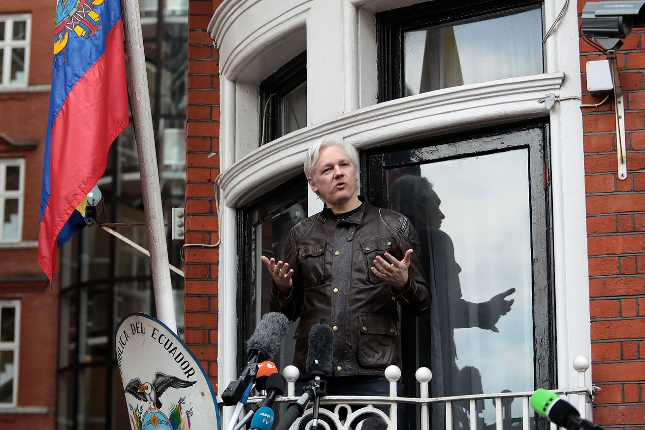 ecuador grants julian assange citizenship