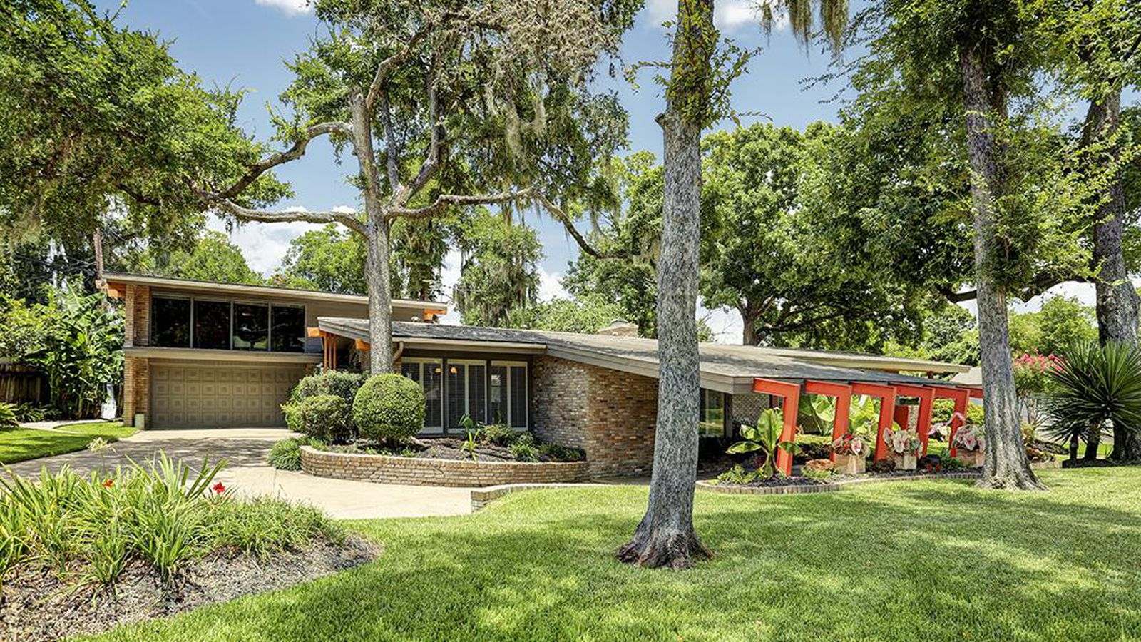 Midcentury gem with party room wants 425k curbed Mid century modern homes for sale houston
