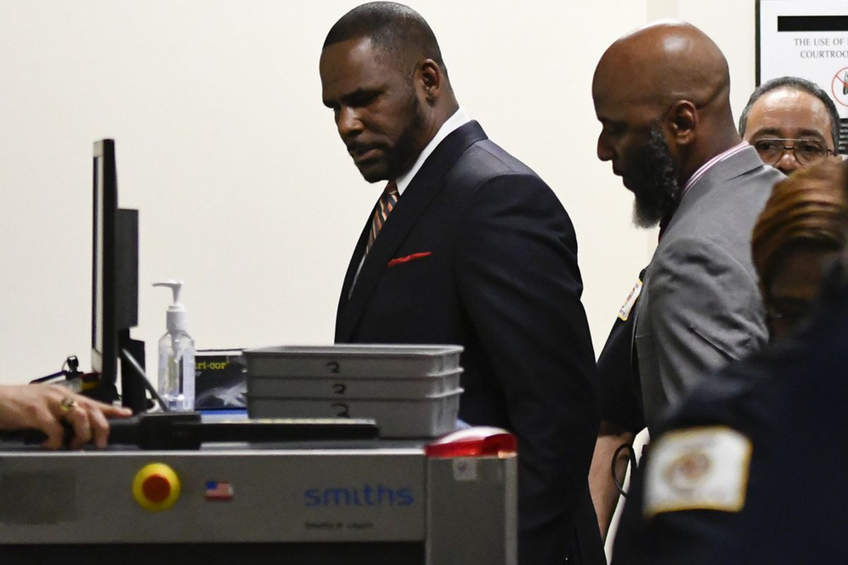 R  Kelly's day in court: pays $62K in child support