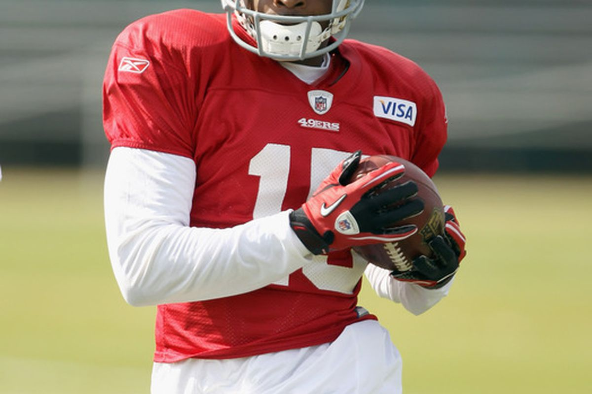 SANTA CLARA CA - AUGUST 02:  Michael Crabtree #15 works out during the San Francisco 49ers training camp at their training complex on August 2 2010 in Santa Clara California.  (Photo by Ezra Shaw/Getty Images)