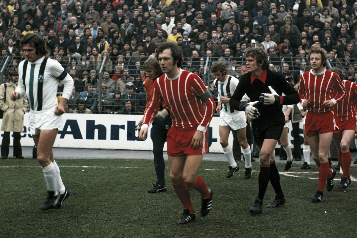 (GERMANY OUT) football, Bundesliga, 1972/1973, Stadium am Boekelberg, Borussia Moenchengladbach versus FC Bayern Munich 0:3, running-in of the teams, f.l.t.r. Jupp Heynckes (MG), keeper Wolfgang Kleff (MG), Franz Beckenbauer (FCB), Ulrich Surau (MG), keeper Sepp Maier (FCB), Johnny Hansen (FCB) (Photo by Werner OTTO/ullstein bild via Getty Images)