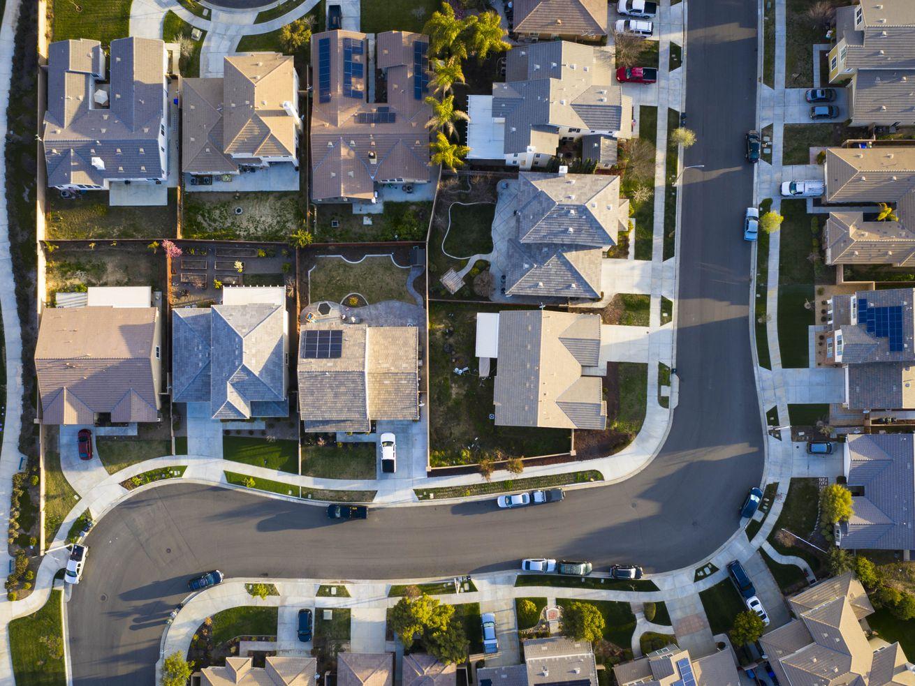 An overhead shot of a neighborhood in Los Angeles County.