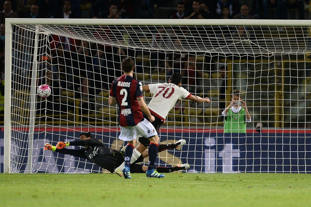 Carlos Bacca converts the winning penalty against Bologna