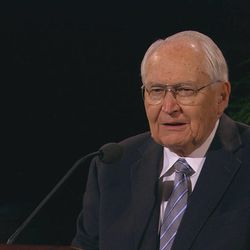 Elder L. Tom Perry of the Quorum of the Twelve Apostles speaks in general conference on Sunday morning, Oct. 4, 2009.