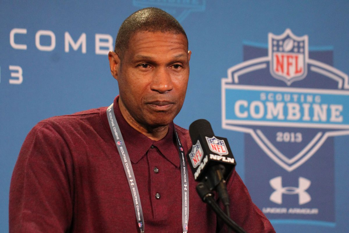 In this picture, Minnesota Vikings' head coach Leslie Frazier is angry. Or happy. Or sad. Or frightened. I don't know, you tell me.