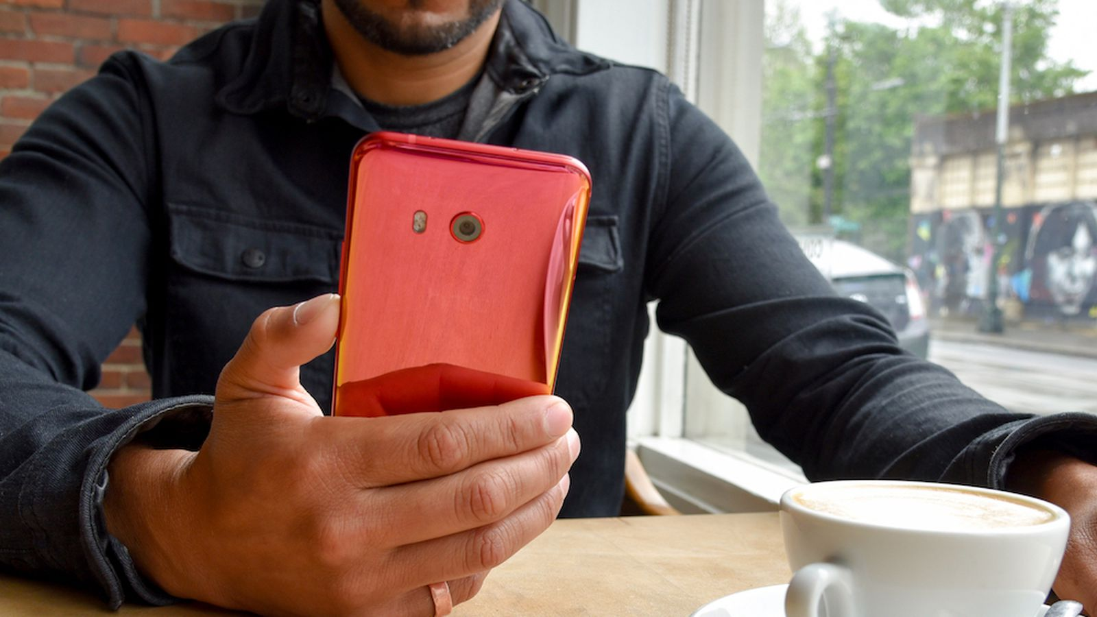 HTC is releasing a red U11 in the US