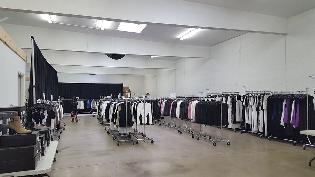 What You'll Find at Helmut Lang's Very Organized LA Sample Sale ...