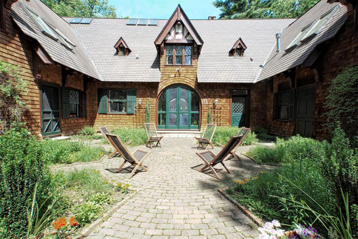 Picture-perfect 1896 Shingle home asks $2.2M in Princeton - Curbed