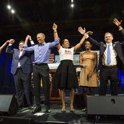 Former President Barack Obama alongside local Democrats. | Ashlee Rezin/Sun-Times