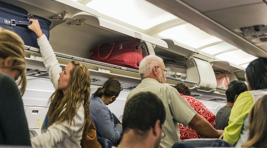 airplane deboarding
