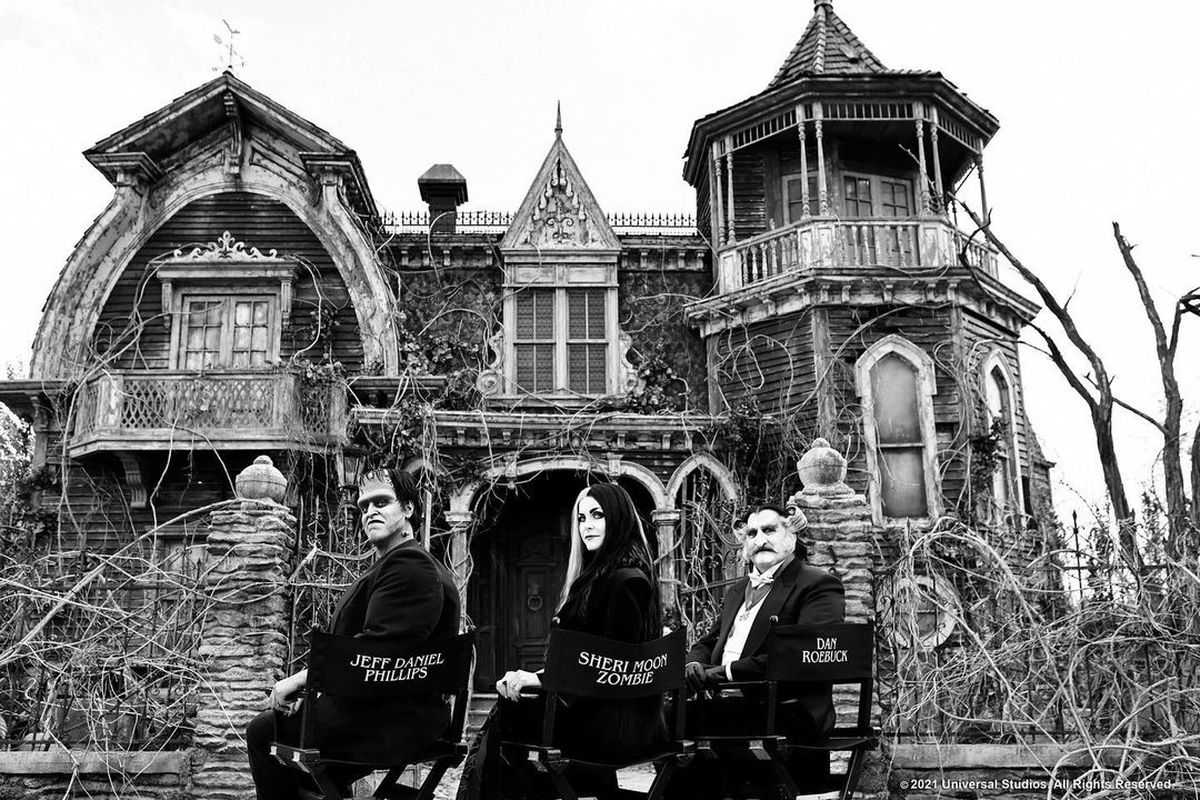 The Munsters cast photo with Herman, Lily, and Grandpa