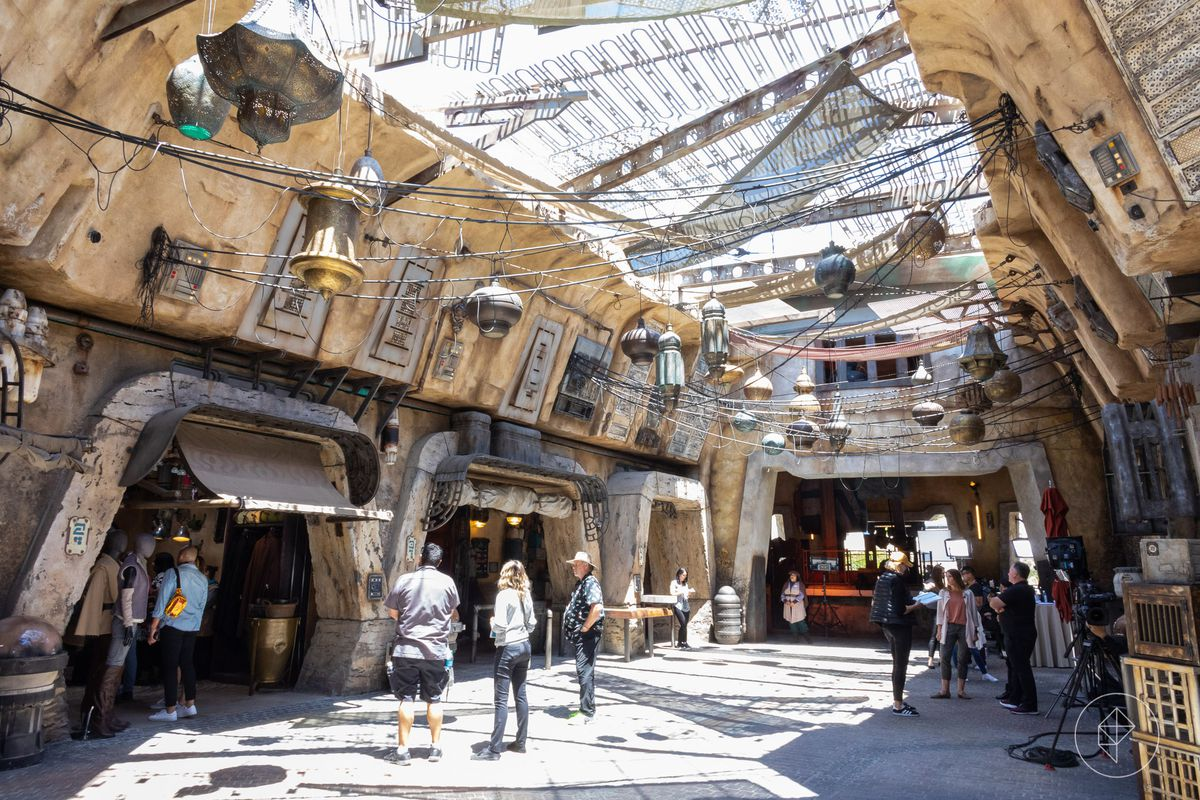 Star Wars Land An Inside Look At Disneyland S Immersive