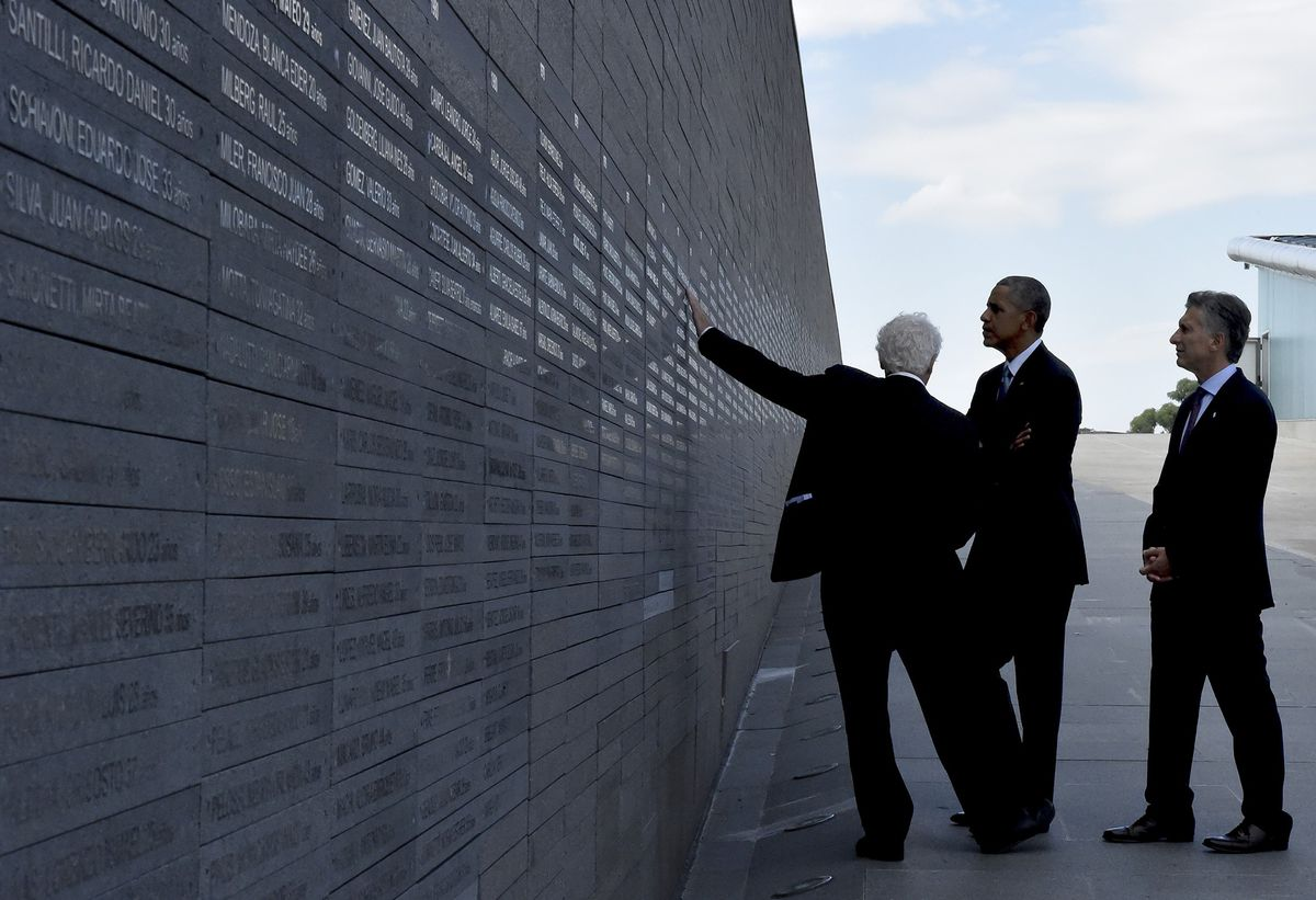 Obama visits the memorial to victims of Argentina's dirty war
