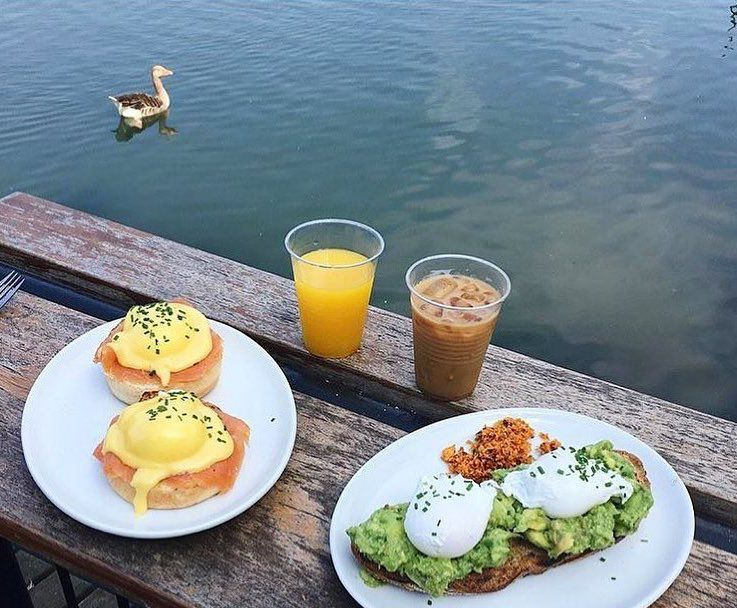 Brunch by the lake at Pavilion Cafe in Victoria Park, one of London's best waterside restaurants
