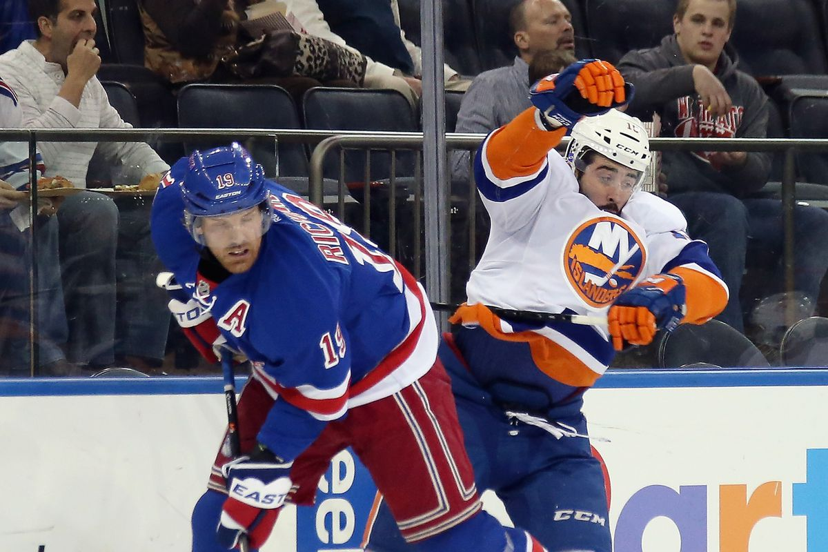 Brad Richards demonstrates how he gets on the subway to Cal Clutterbuck